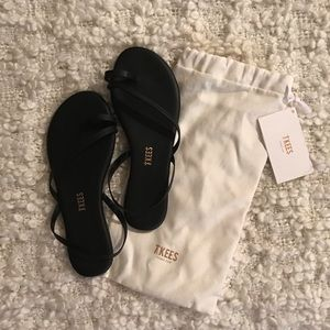 NWT Tkees LC slingback sandals